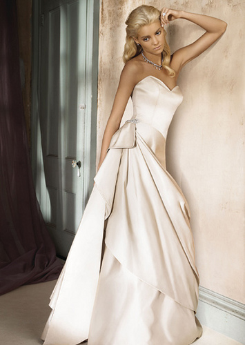 Alfina Valenta Stunning Wedding Dress