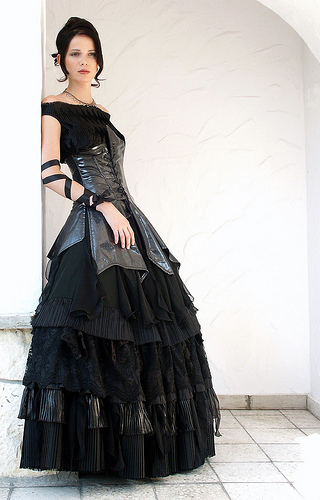 KIND OF DRESS, CLOTHES, FASHION: Gothic Wedding Dresses | Halloween ...