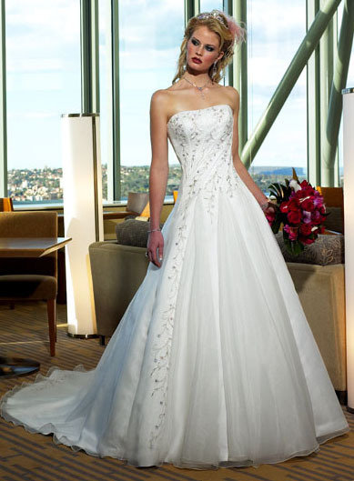 Attractive White Chiffon Wedding Dress Gown