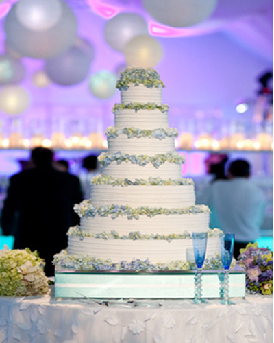 Tower Wedding Cake Trend 2010