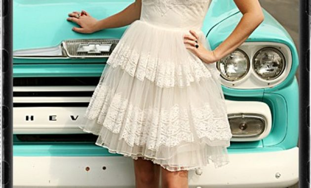 Retro Short White Wedding Dress