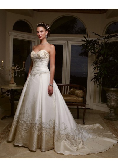sweetheart wedding dress. embroidered wedding dress