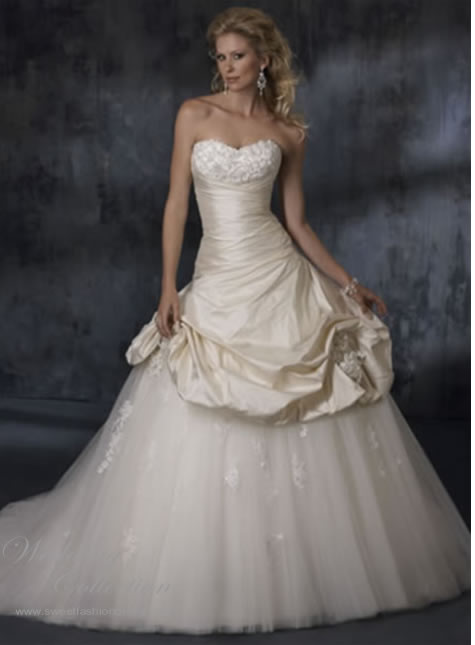 white ivory tulle wedding dresses trends 2011