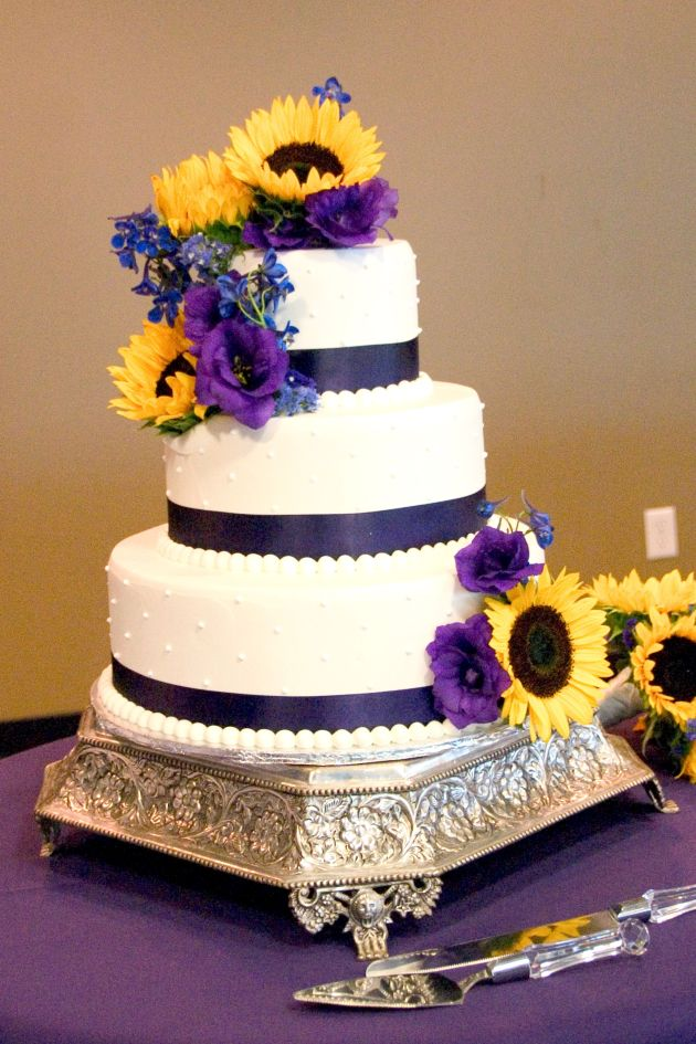 Summer Themed Wedding Cake With Sunflowers