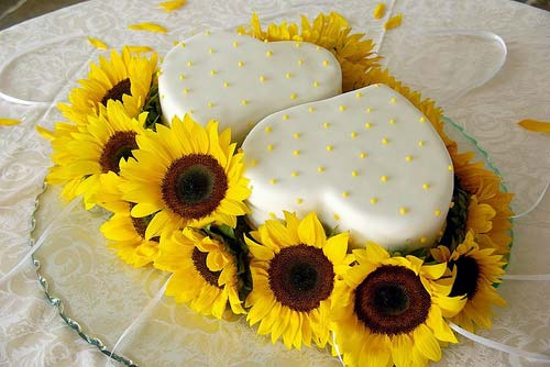 fresh sunflower wedding cakes