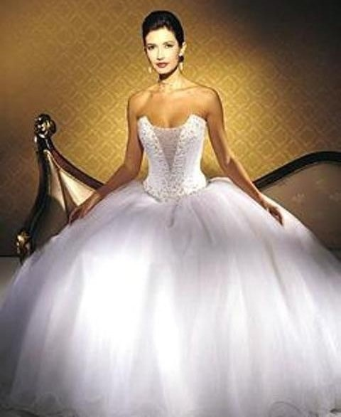 huge ball gown wedding dress sang maestro