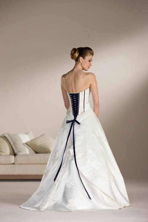 Corset wedding dress styles sang maestro for Corset for wedding dress plus size