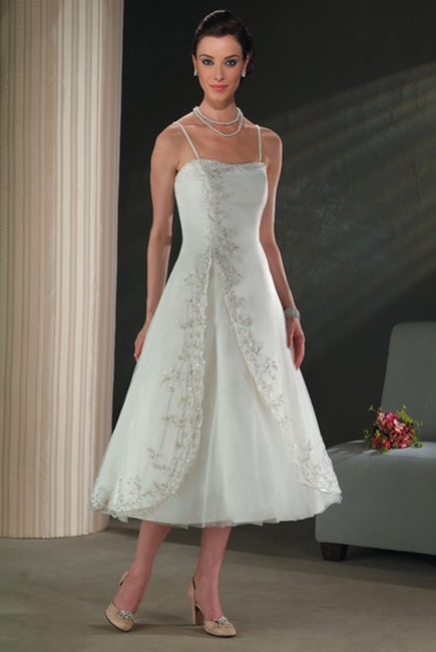 Calf length summer wedding dress sang maestro for Calf length wedding dresses