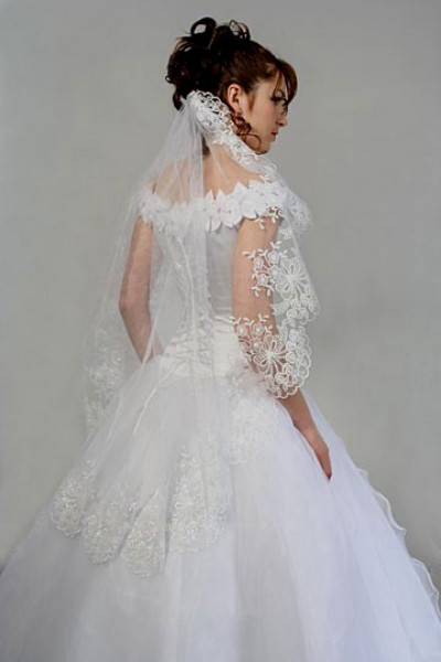 summer wedding dress with veils