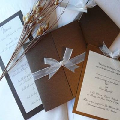 You can set your personal mood by having handmade wedding invitation cards