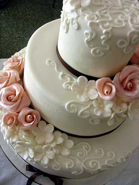 white wedding cakes with roses
