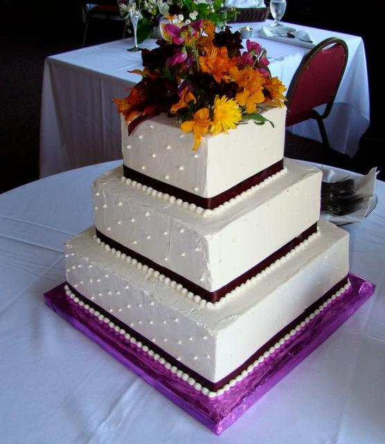 traditional square wedding cake