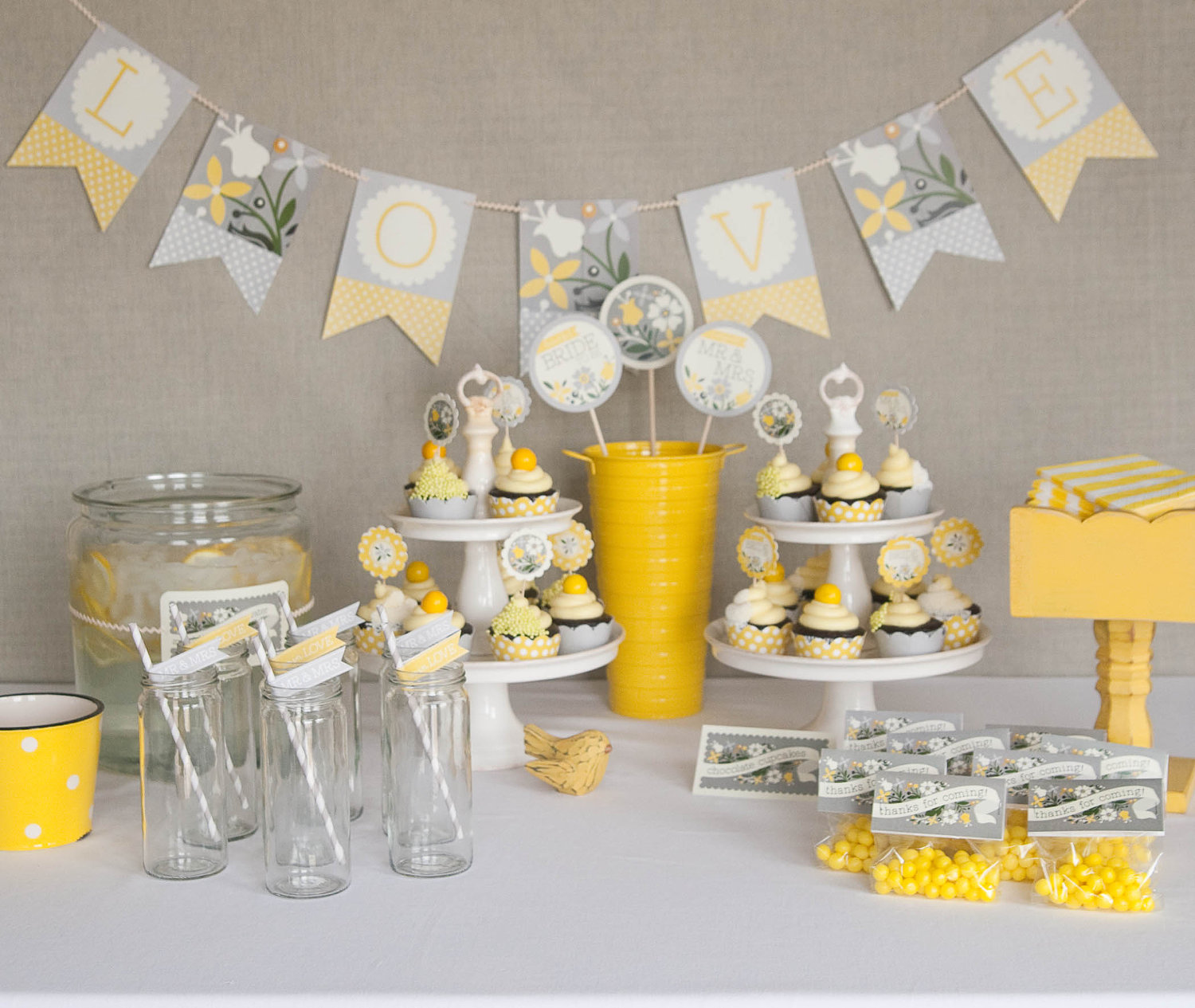 Creative ideas for bridal shower decoration sang maestro for Decoration table bapteme