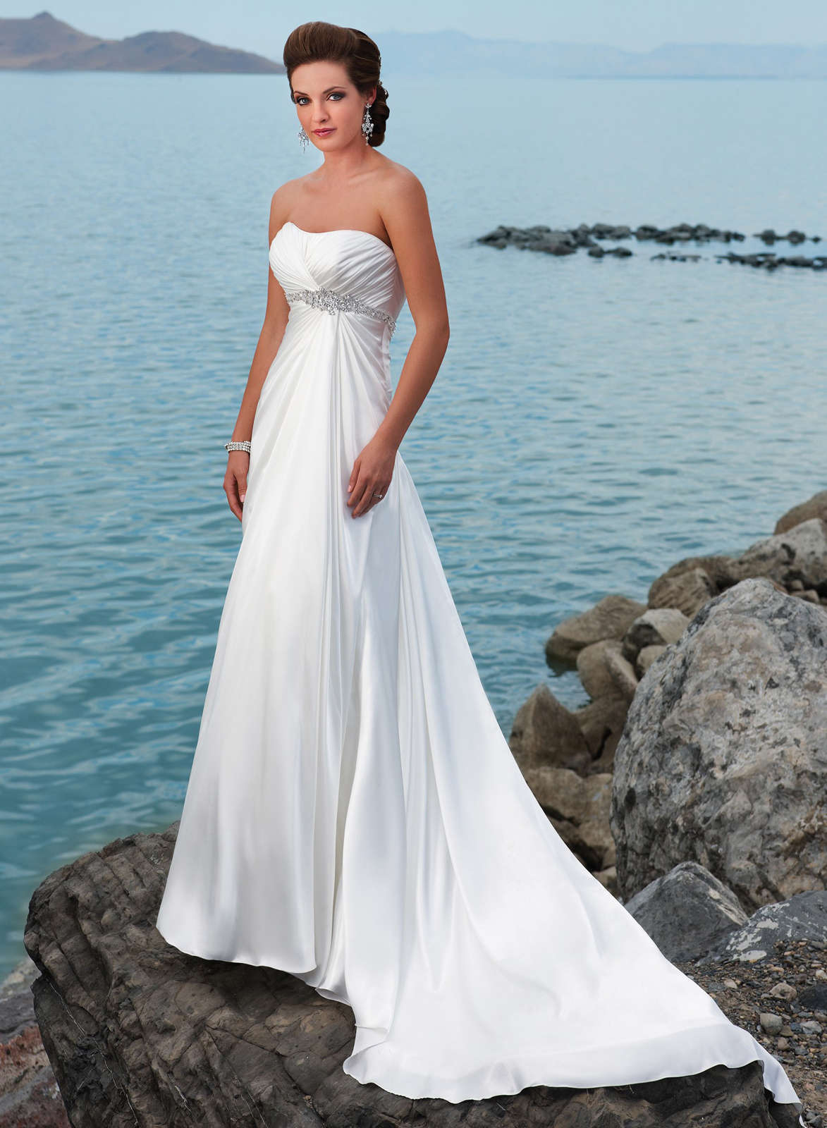 Stylish Beach Wedding Dresses : Looking sexy and fantastic with strapless beach wedding