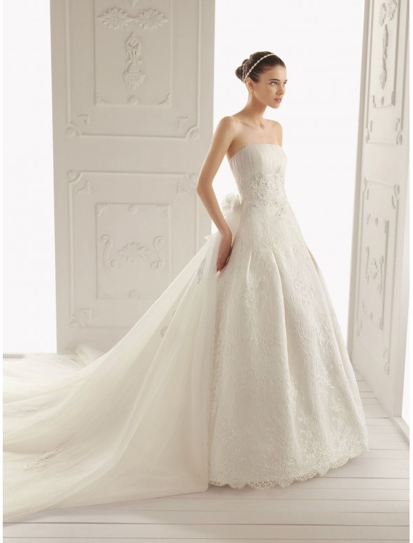 lace wedding dress with short sleeves