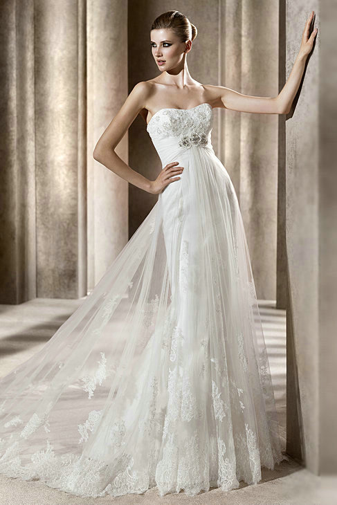 Strapless vintage empire lace wedding dress with tulle for Wedding dress lace overlay