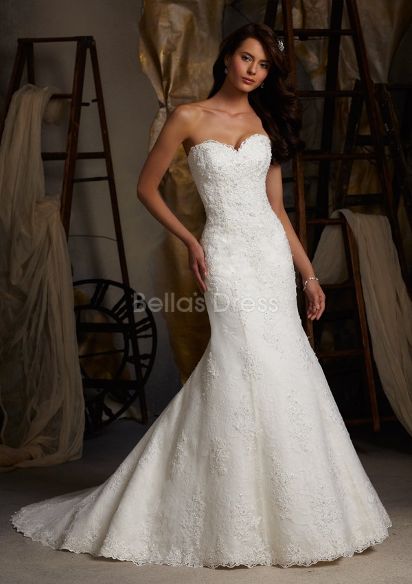 sweetheart lace chapel train Vintage Lace Wedding Dresses Sweetheart