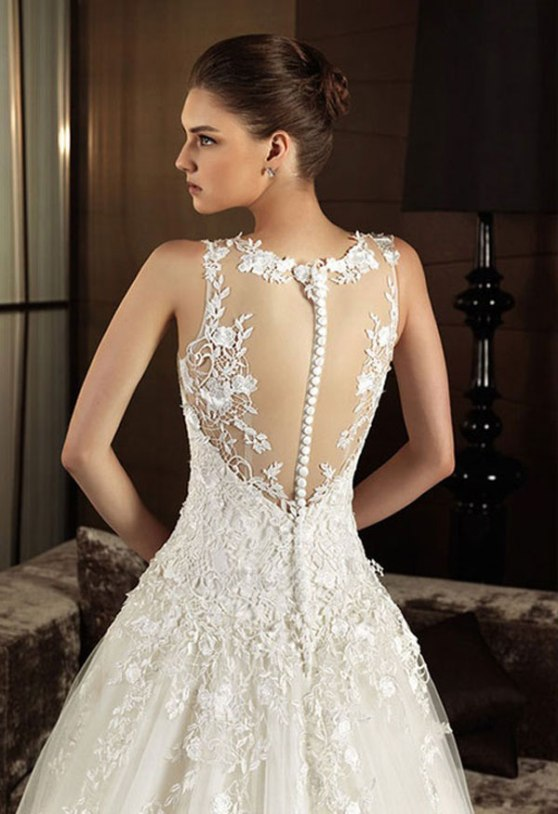 Vintage lace wedding dresses with open back sang maestro for Vintage lace dress wedding