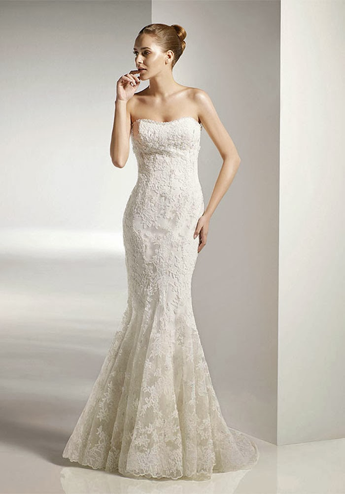 simple lace mermaid wedding dress with strapless neckline