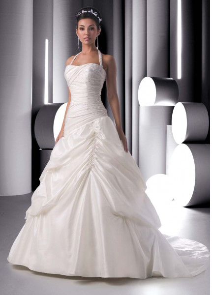 Halter princess wedding dresses for elegant bridal look for Wedding dress halter top