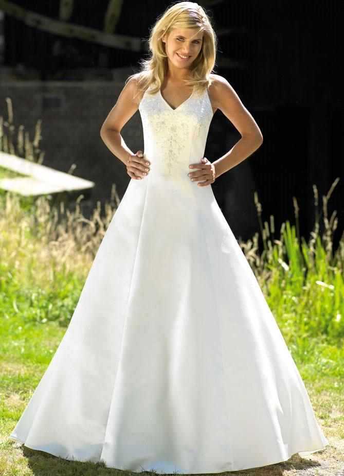 Halter princess wedding dresses for elegant bridal look for Aline halter wedding dresses
