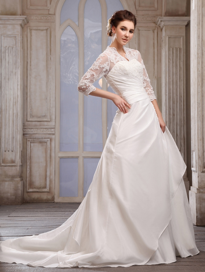 princess wedding dress with three square sleeves