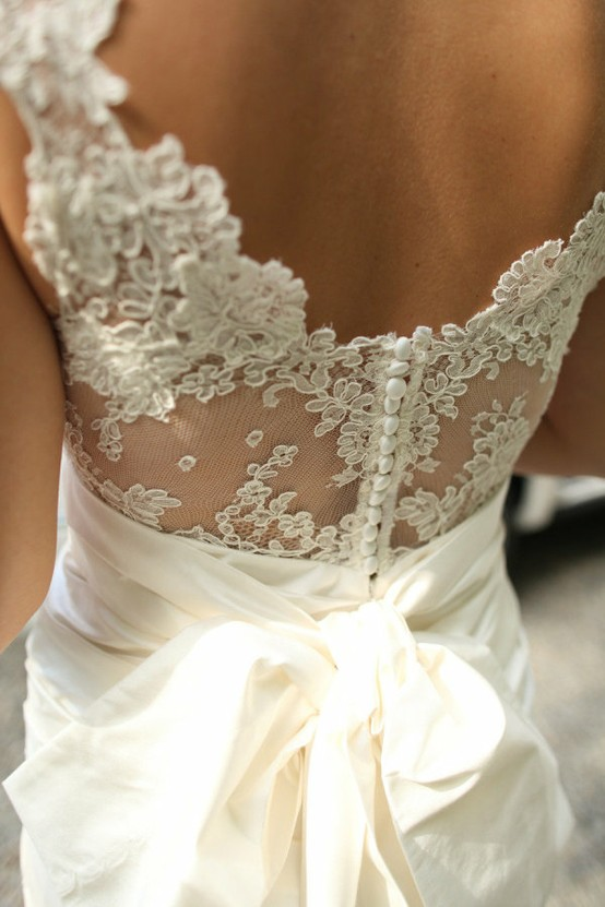backless wedding dress with dentelle
