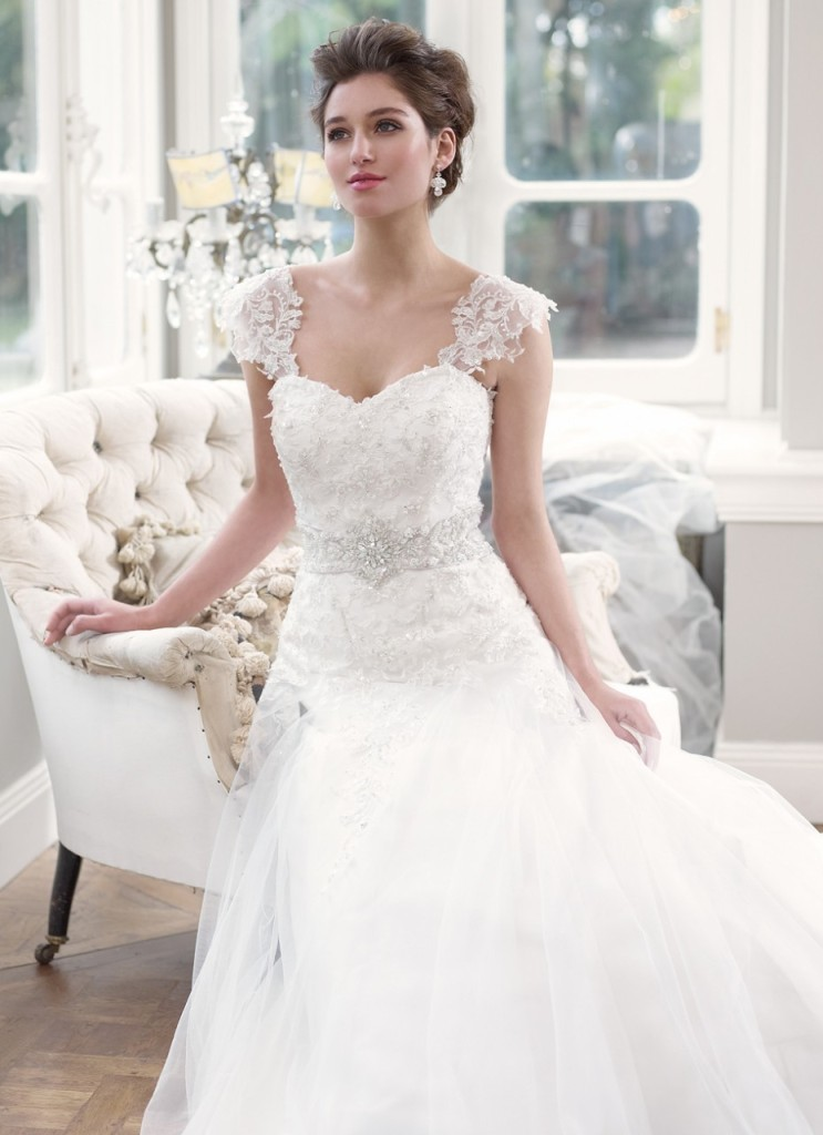 Sweetheart Wedding Dress With Detachable Lace Cap Sleeves