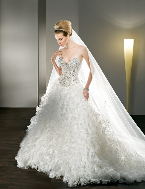 Sweetheart Ball Gown Wedding Dress With Huge Skirt