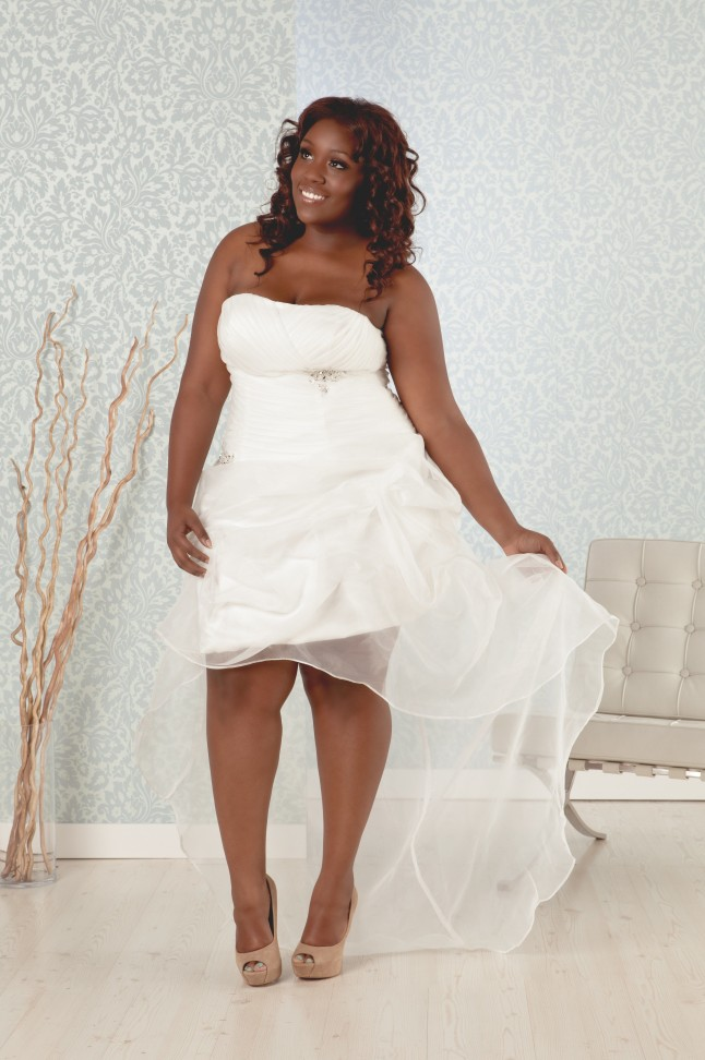 Plus Size Short Strapless Wedding Dress With Long Train Sang Maestro