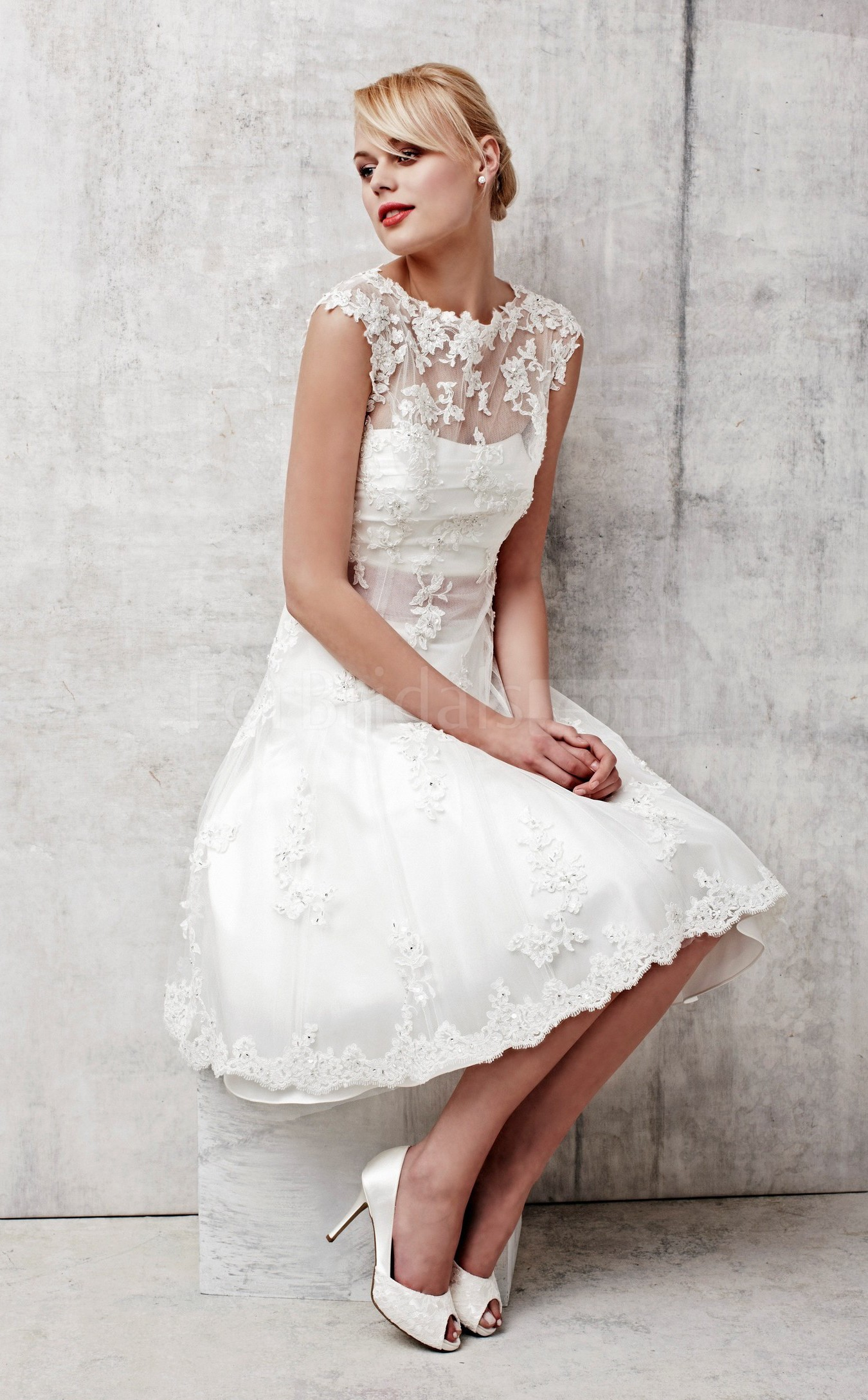Short a line lace wedding dress with short sleeves sang for Wedding dress for a short bride
