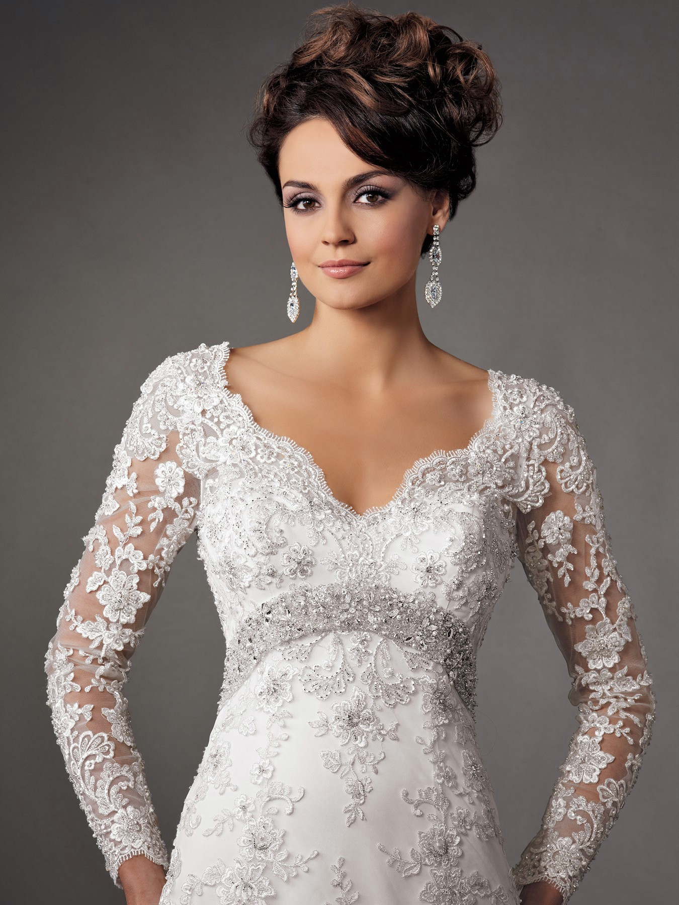 The elegance of fall lace wedding dresses with sleeves for Long sleeve dresses to wear to a wedding