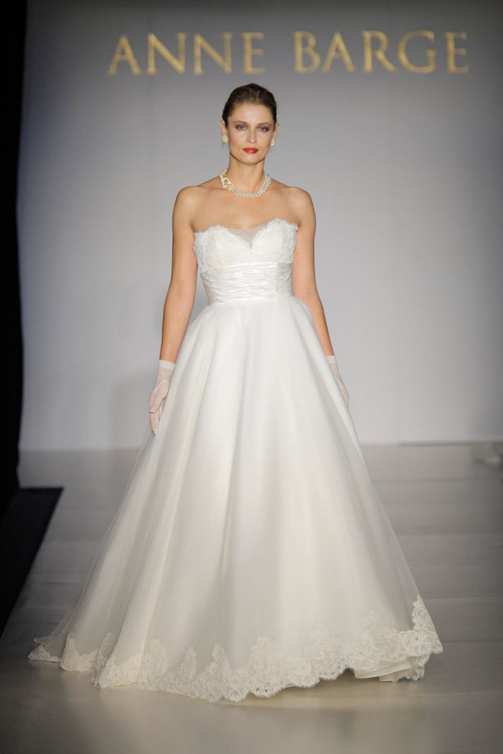 fall lace white a-line wedding dress with sweetheart neckline