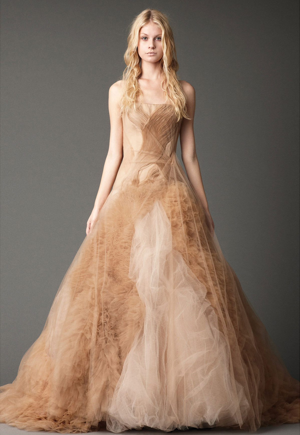 Gorgeous and stylish fall wedding dresses to inspire you for Dresses for a fall wedding