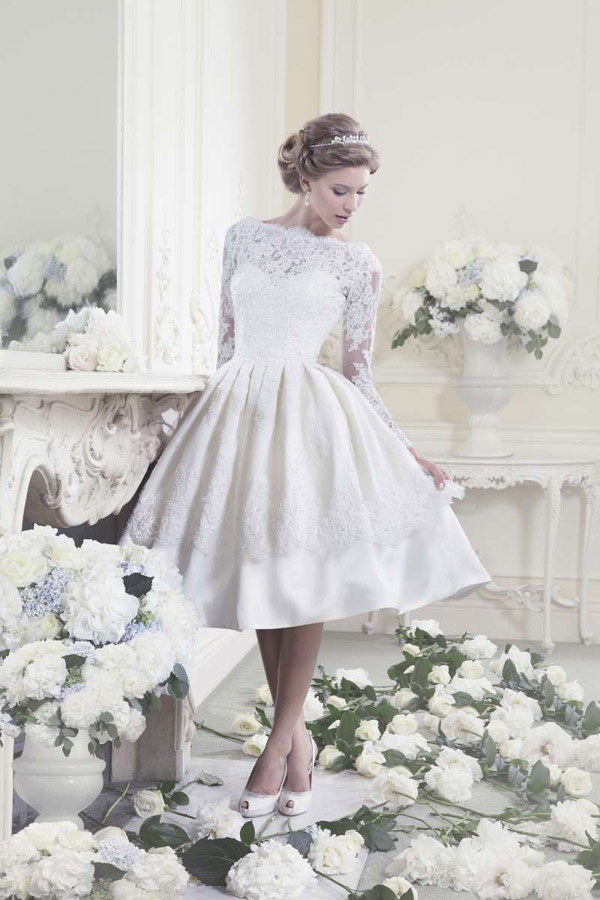 Vintage Short Wedding Dress With Long Lace Sleeves