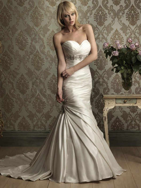 Satin mermaid sweetheart neckline wedding dress sang maestro for Satin mermaid style wedding dresses