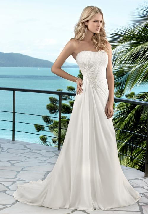 a line summer wedding dress with strapless sweetheart neckline