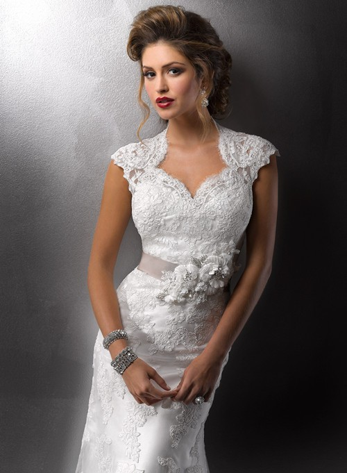 wonderful vintage lace wedding dress with sexy cap sleeves