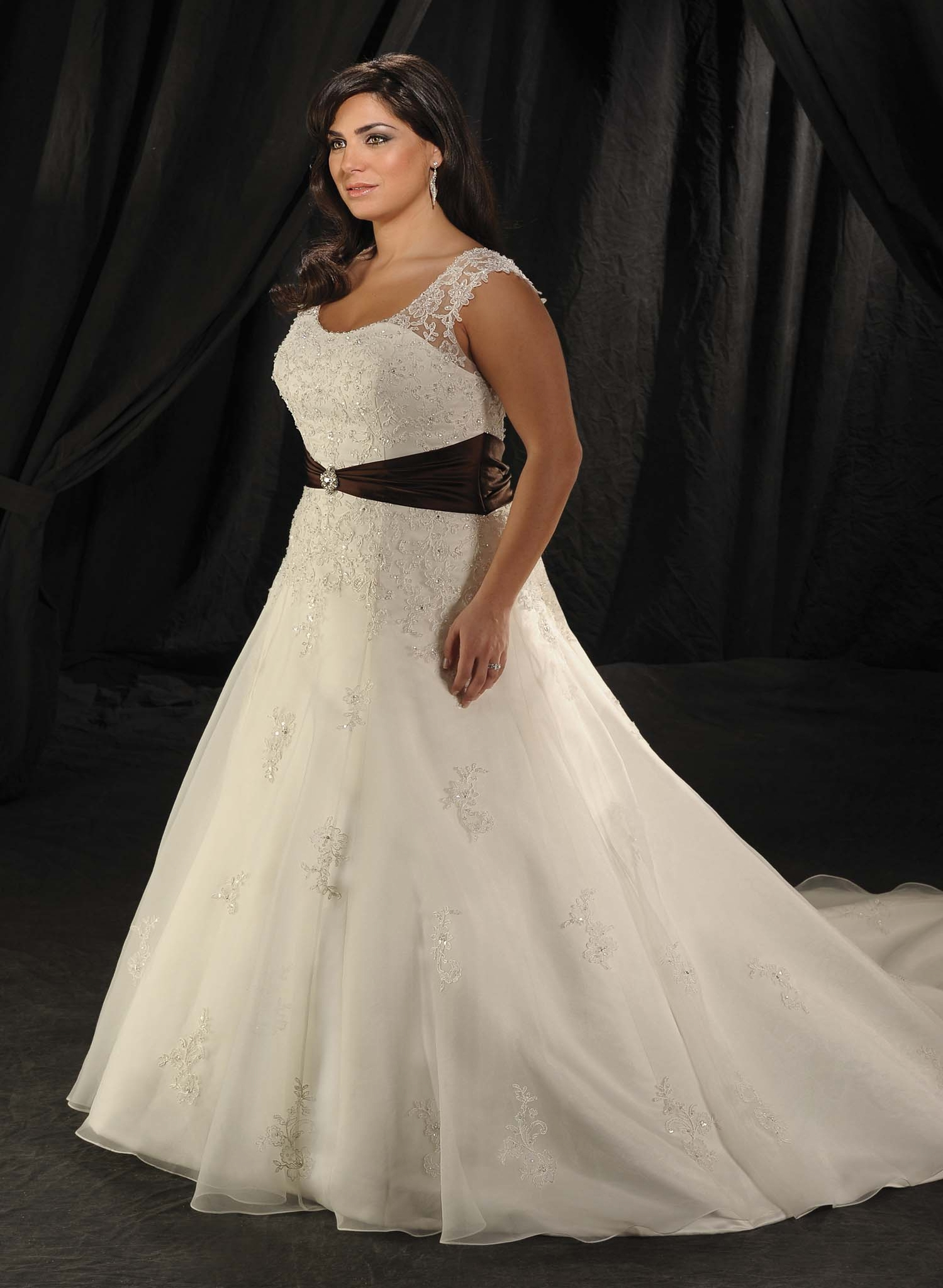 Beautiful cheap plus size wedding dress sang maestro for Wedding dresses for larger sizes