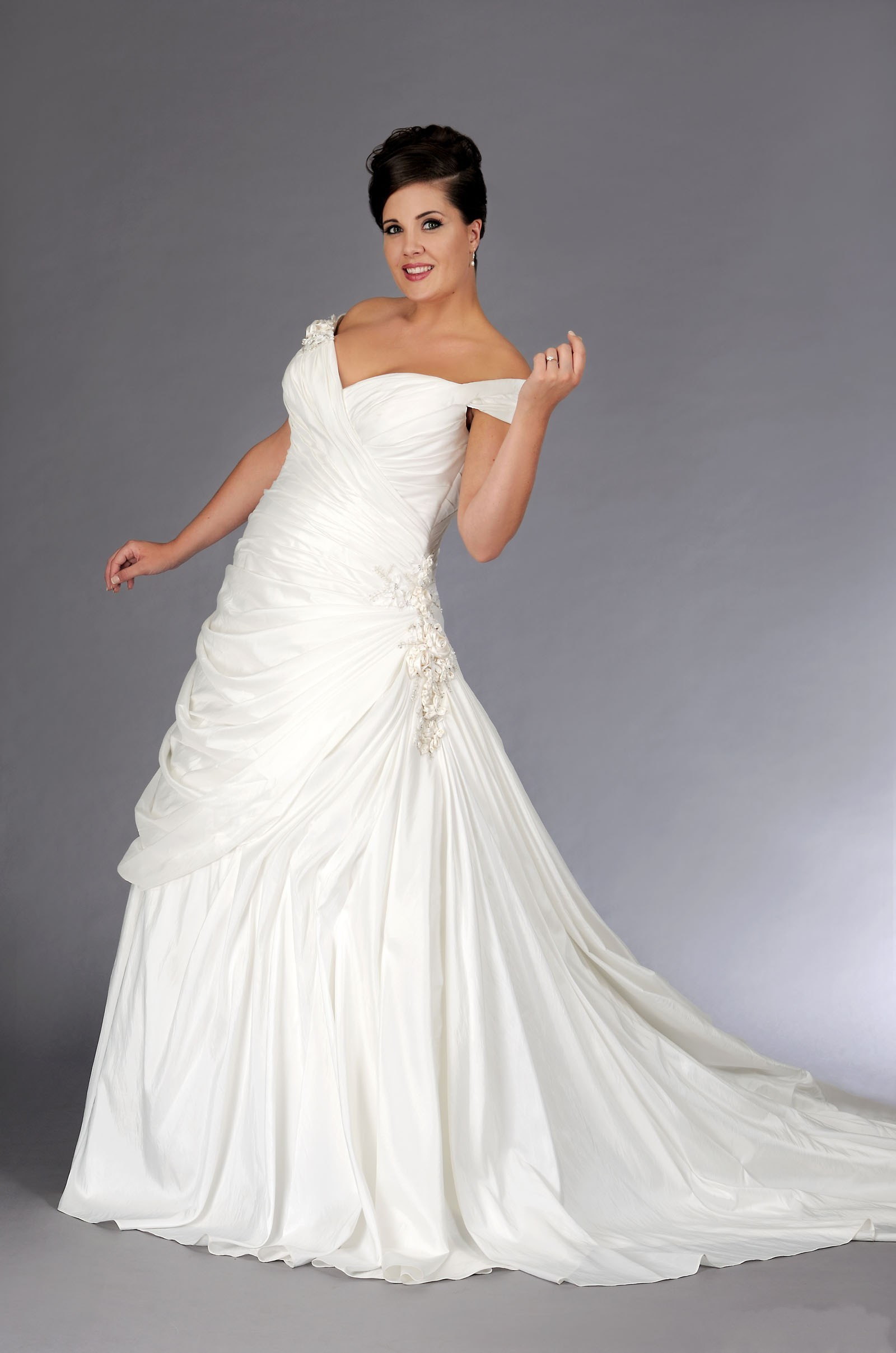 beautiful plus size wedding dress with a line sang maestro