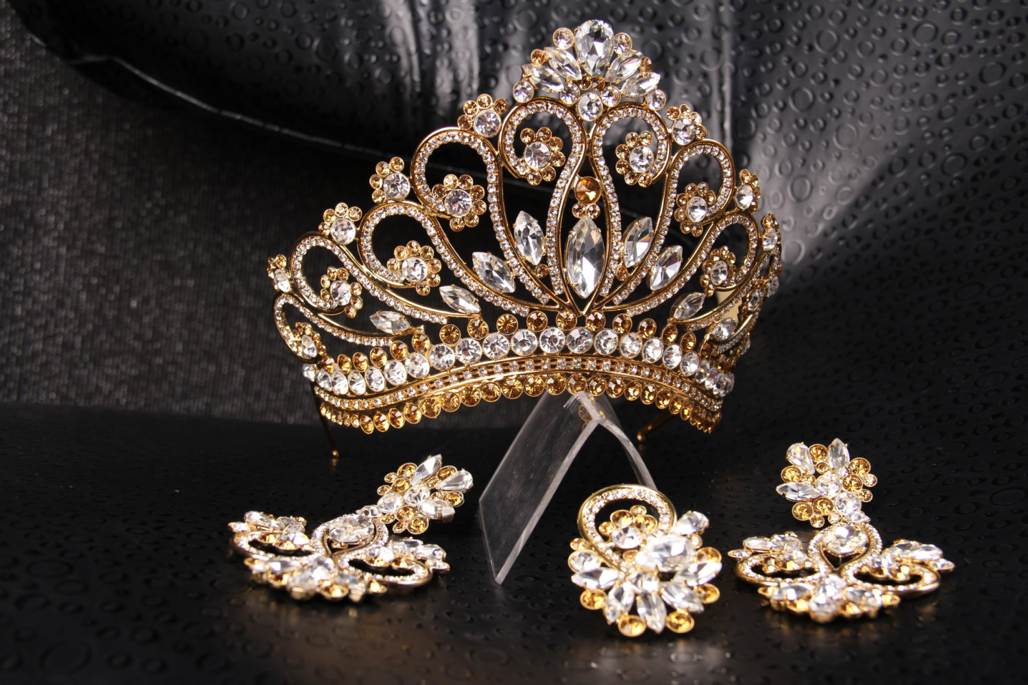 15 Gorgeous Gold Wedding Tiaras To Inspire You Sang Maestro