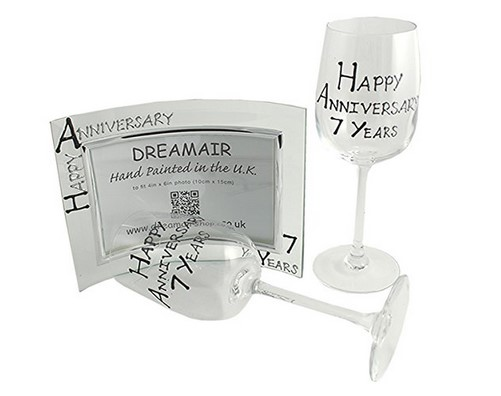 clear glass photo frame and washable wine glasses