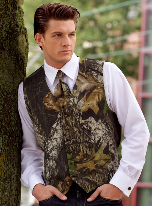 men's camo wedding vest with camo tie