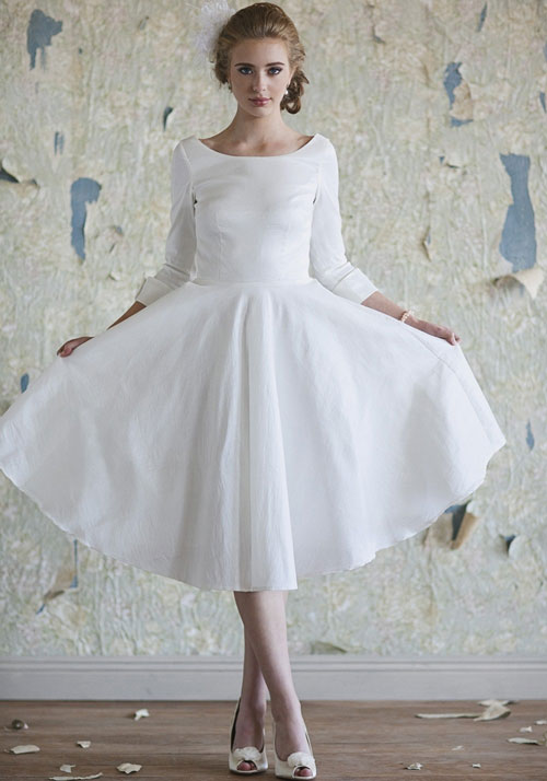 Short vintage white winter wedding dress sang maestro for Winter vintage wedding dresses