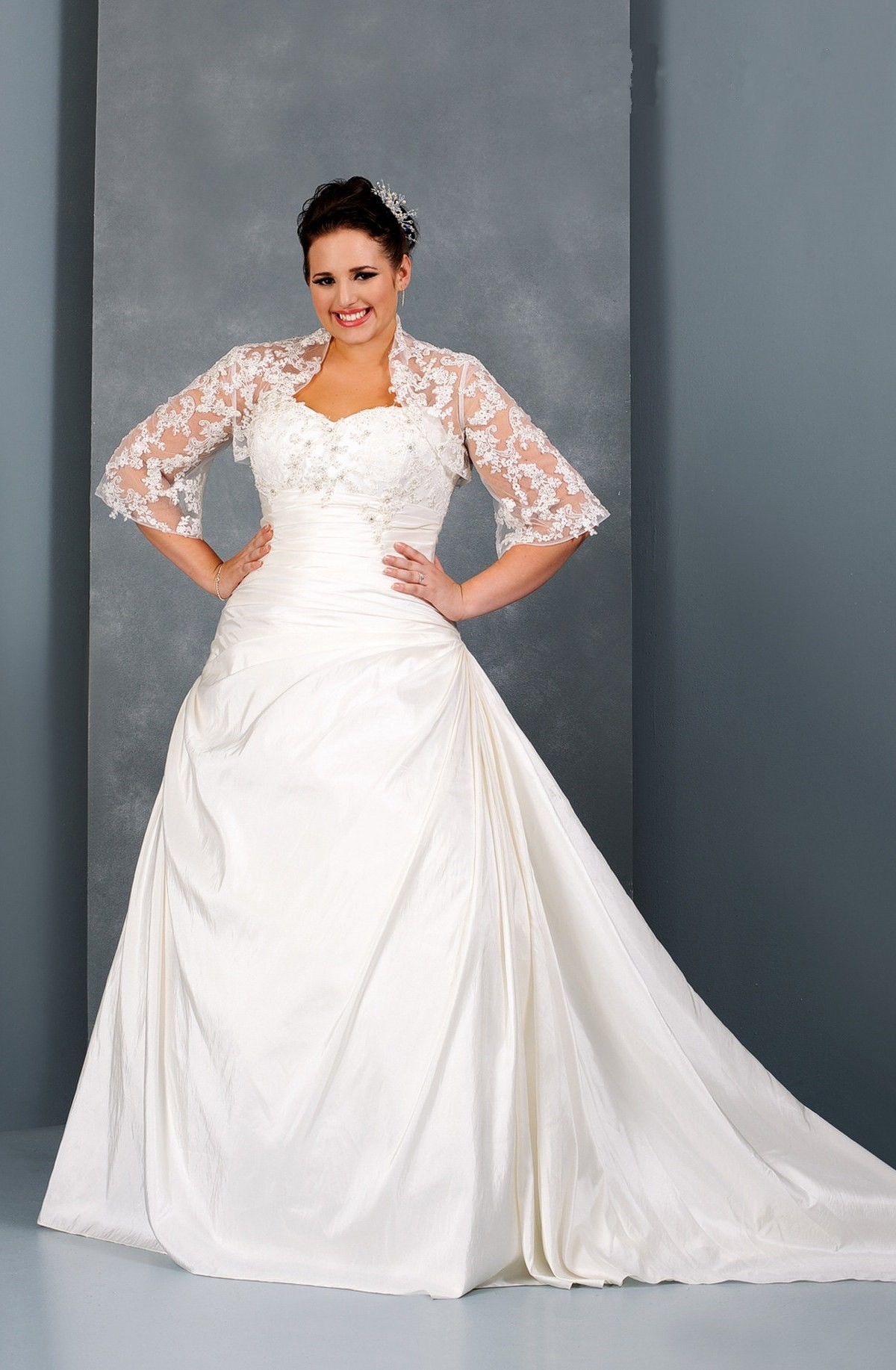 Elegant collections of plus size wedding dresses with for Wedding dresses for larger sizes