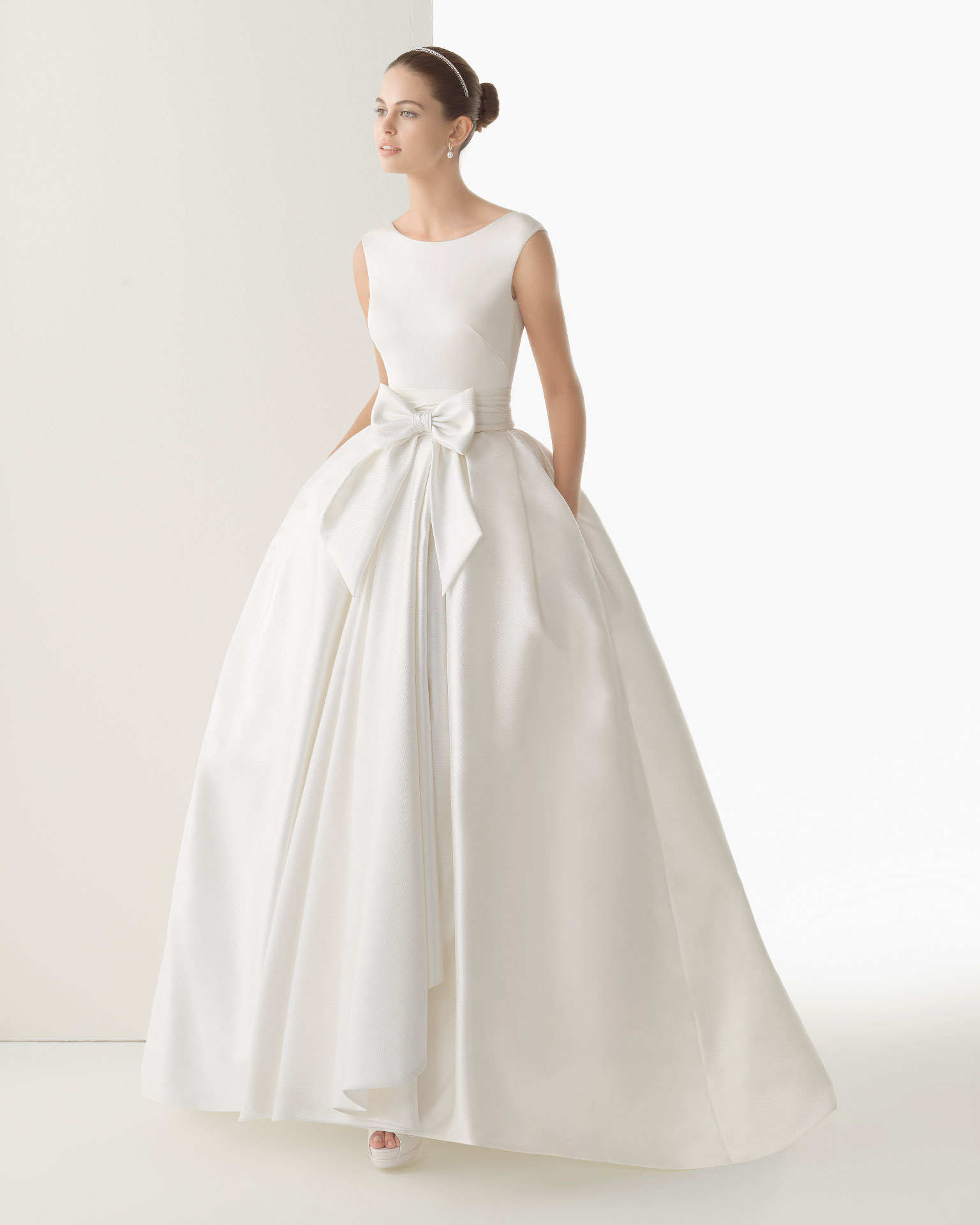 wedding dress with pockets and bow