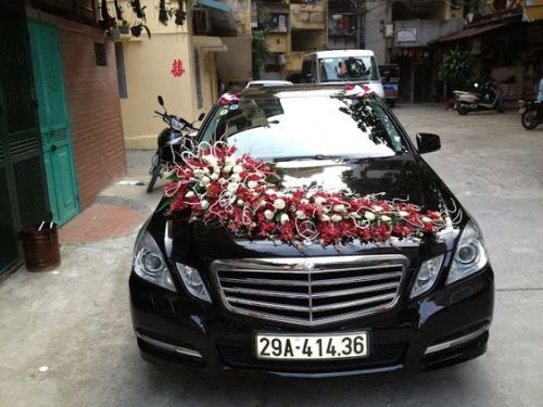 Wedding Car Decoration Ideas With Red Roses