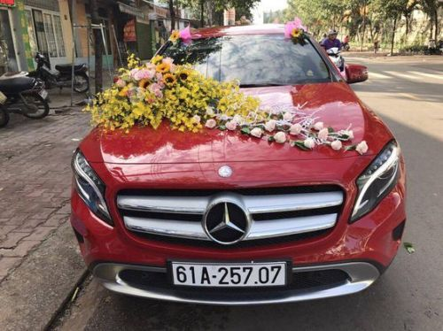 Wedding Car Decoration Ideas With Yellow White And Pink Flowers