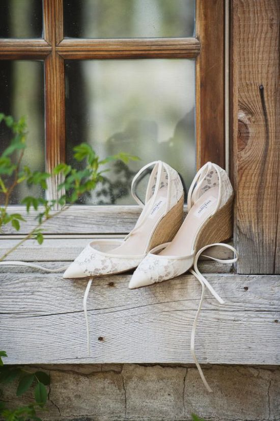 Lace Pointed Toe Wedges With Wooden Feet And Straps