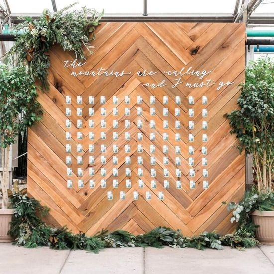 Wedding Seating Plan Idea With Wooden Backdrops
